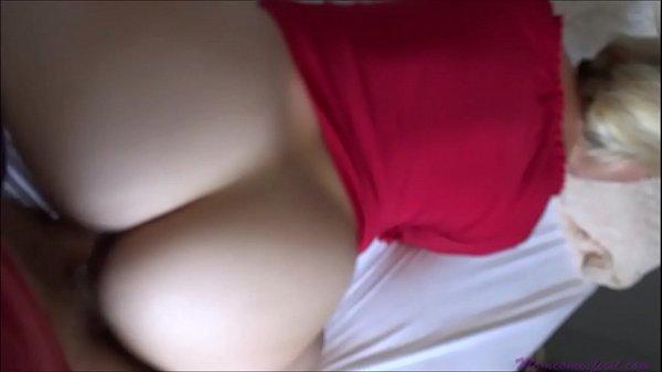 Нежная азиатка наслаждается огромным болтом